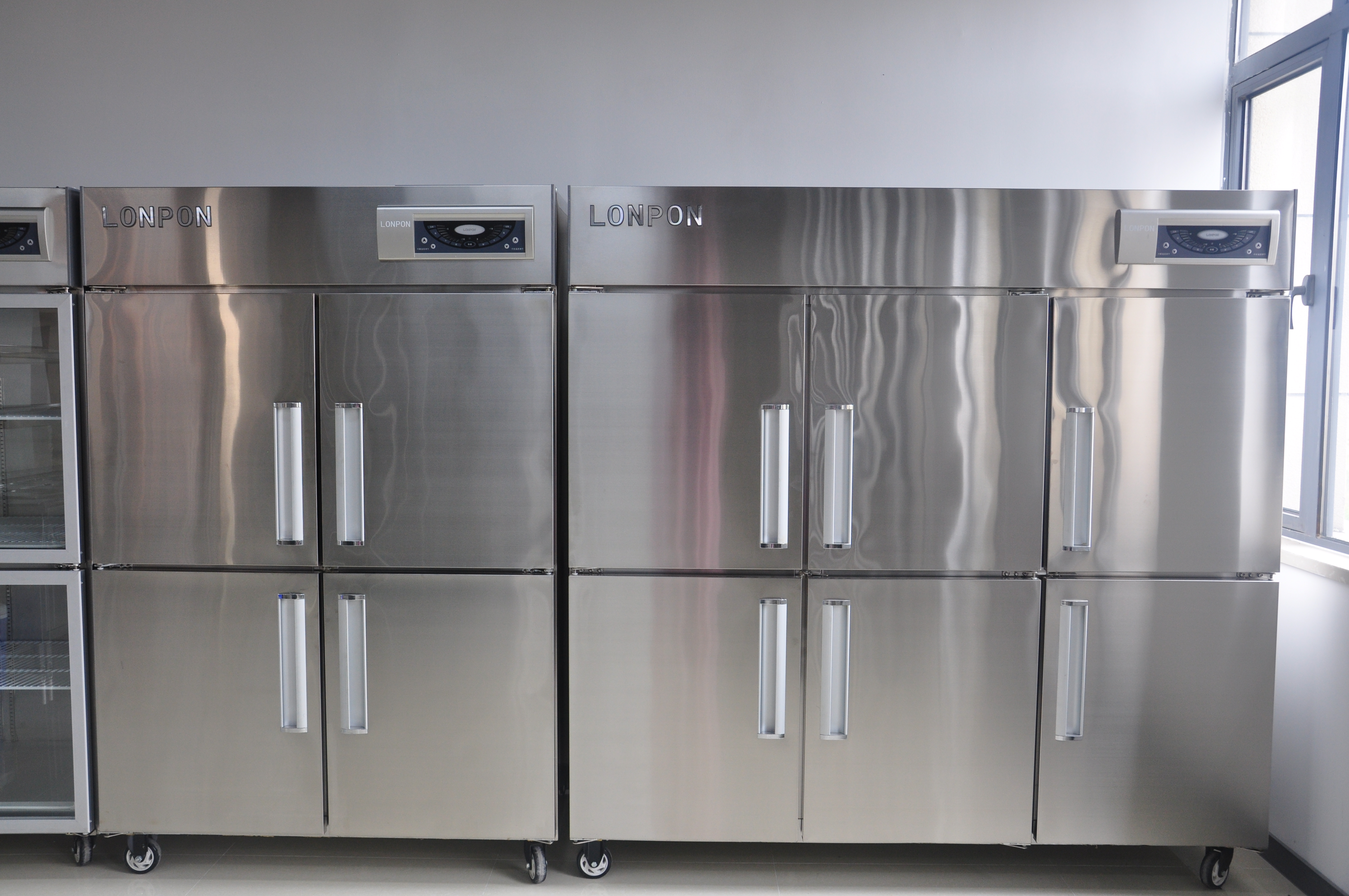 酒店厨房设备—厨房餐具消毒柜注意事项