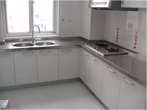 不锈钢厨房设备——到底不锈钢橱柜台面值得选购吗?
