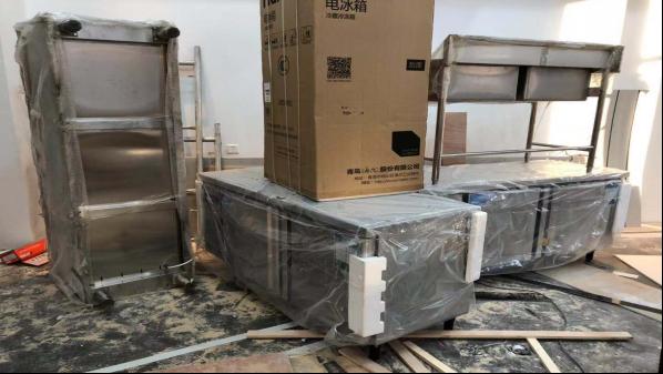 餐饮厨房设备--火头军给万达简餐厅送货咯